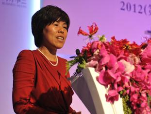 《中国企业家》杂志社社长何振红女士致辞